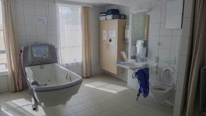 Mödling,koupelna paliativní stanice v komplexu centra pro seniory